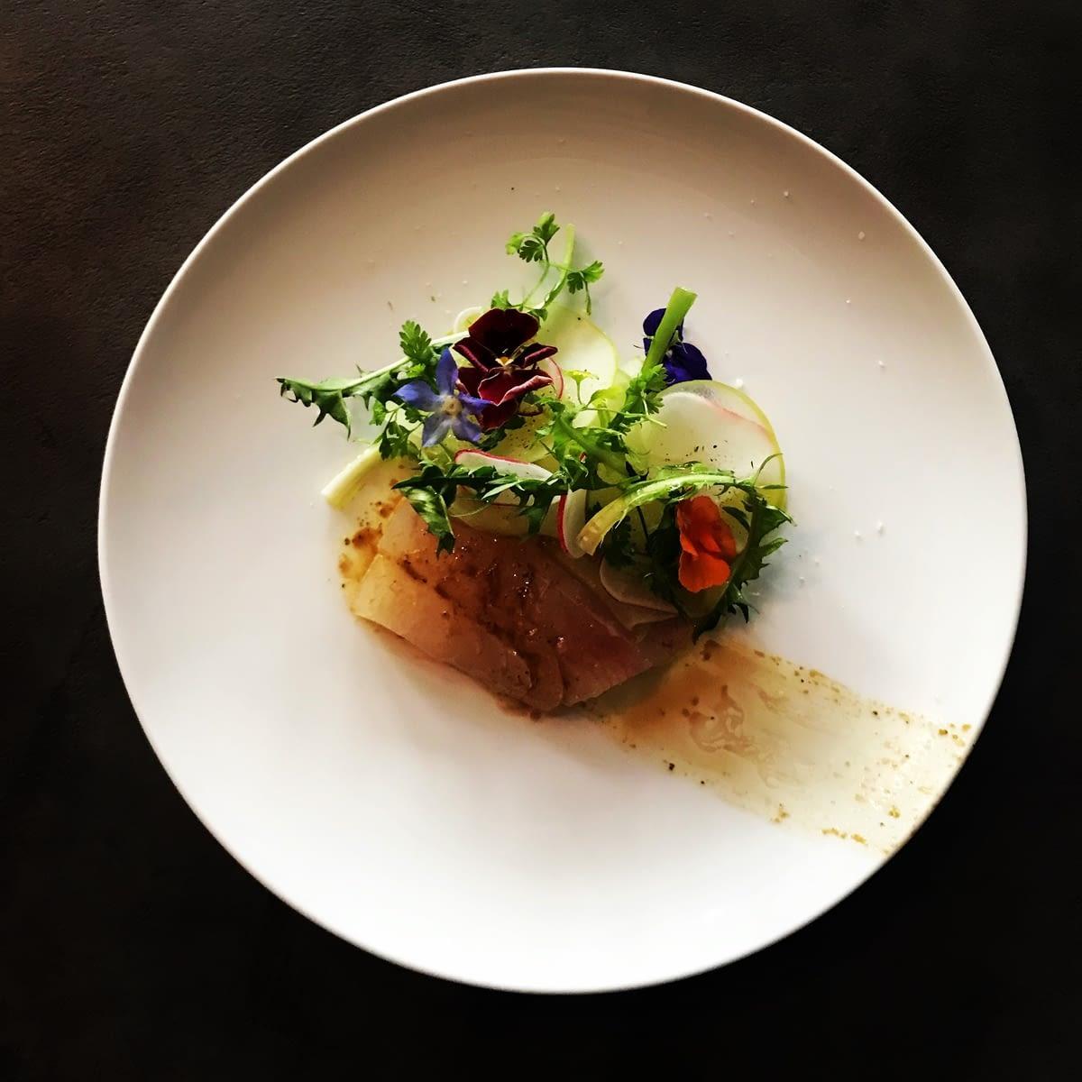 Restaurant Vivre  - 3 rue de la Michodière 75002 Paris - Sashimi de Dorade Huile Citronnelle, Ail et Gingembre Salade de Granny Smith et Radis Roses1