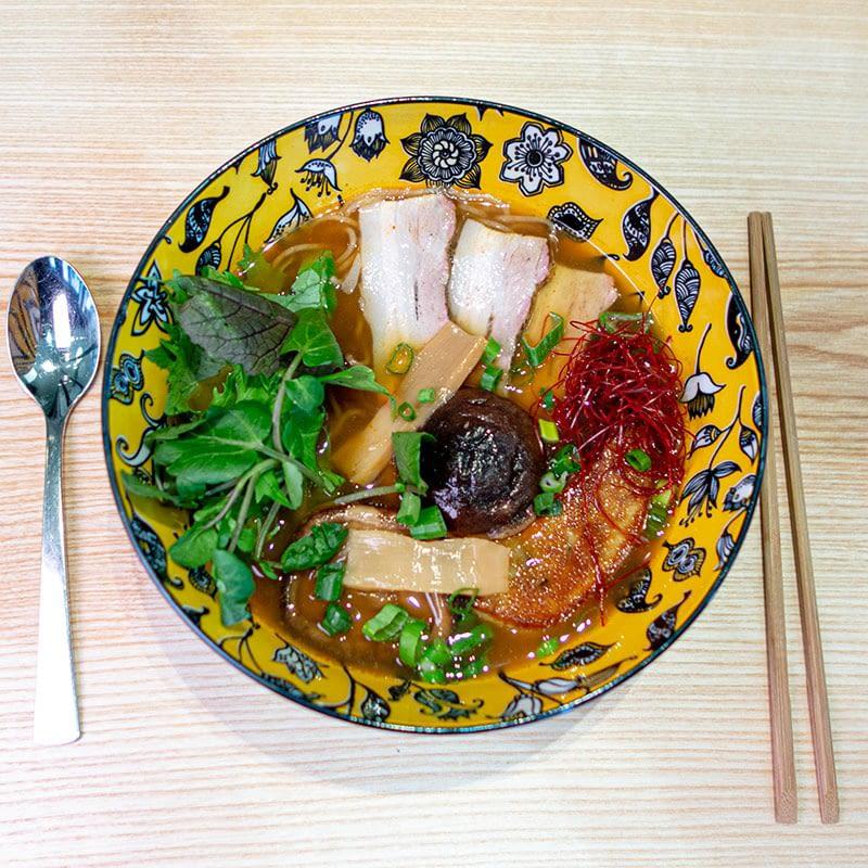 Le bouillon de volaille « soja-saté »