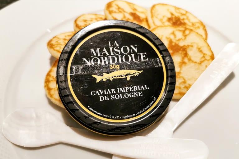 Le Caviar La boite de caviar de Sologne de La Maison Nordique (30g), 16 mini blinis, deux cuillères en nacre offerte 1200 x 800.jpg