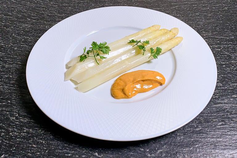 Les 4 asperges blanches, sauce Lauris 1200 x 800.jpg